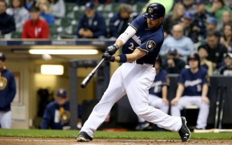 Travis Shaw at-bat for the Milwaukee Brewers.