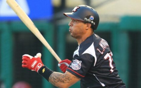 Leonys Martín in action for the Chiba Lotte Marines
