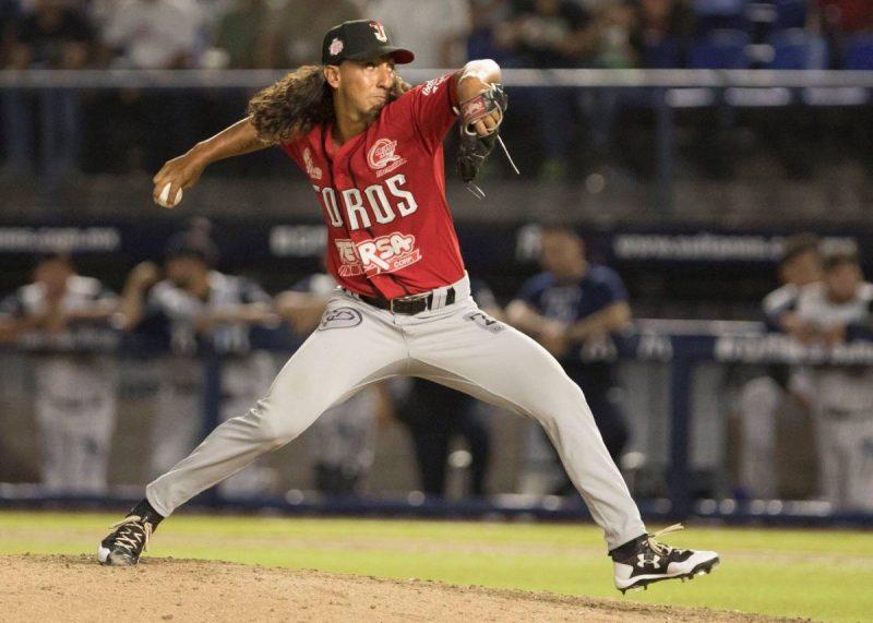 Aaron Kurcz pitching for Toros de Tijuana.