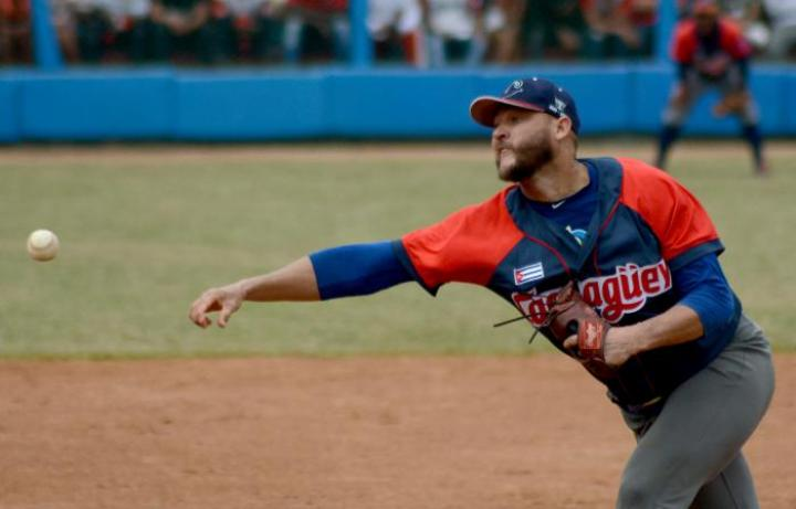 Lázaro Blanco pitching for Toros de Camagüey in the 2019-2020 Serie Nacional de Béisbol finals