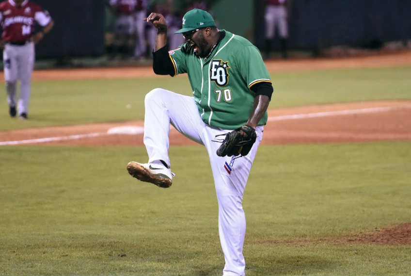 Jumbo Díaz celebrating with a striking pose