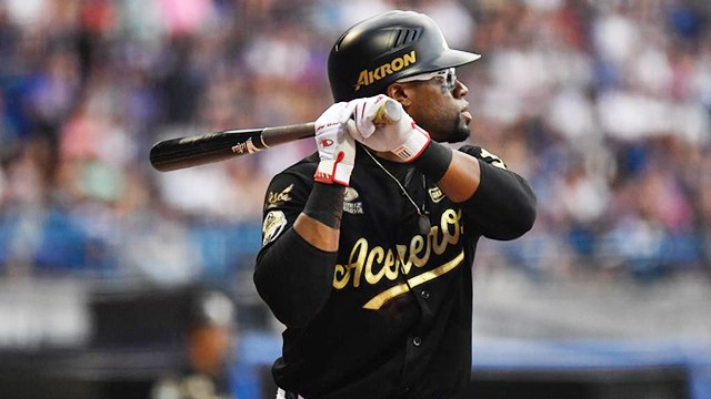 Eric Young Jr. at the dish for Acereros de Monclova