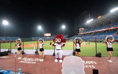 Rakuten Monkeys cheerleaders in action