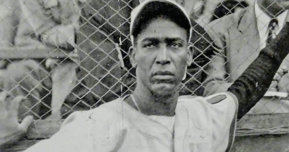 Martín Dihigo poses for a picture