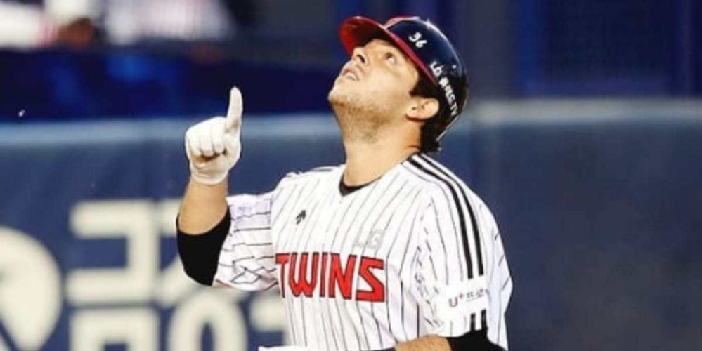 Roberto Ramos celebrating yet another dinger for the LG Twins
