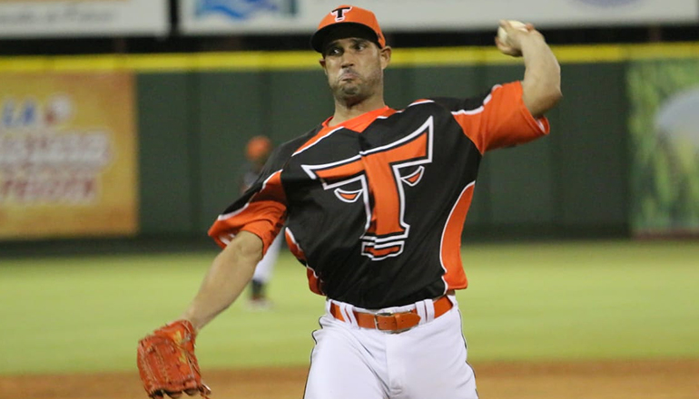 Raúl Valdés toeing the rubber for Toros del Este