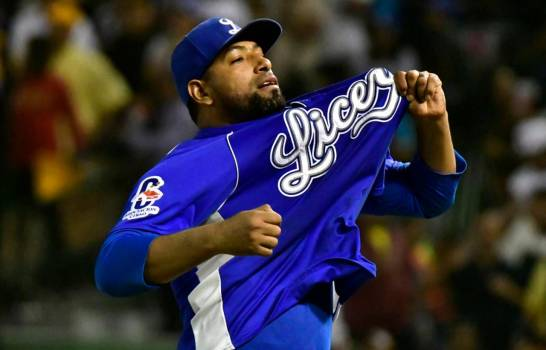 César Valdez celebrates after a dominant start in the LIDOM playoffs
