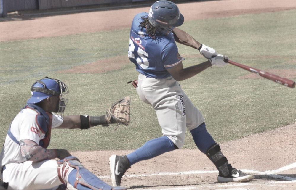 Adam Walker hitting a mammoth home run for Caimanes de Barranquilla