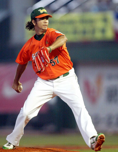 Nelson Figueroa on the mound for the Uni-President Lions during game four of the 2007 Taiwan Series
