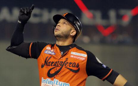 Yadiel Hernández celebratings coring a run for Naranjeros de Hermosillo